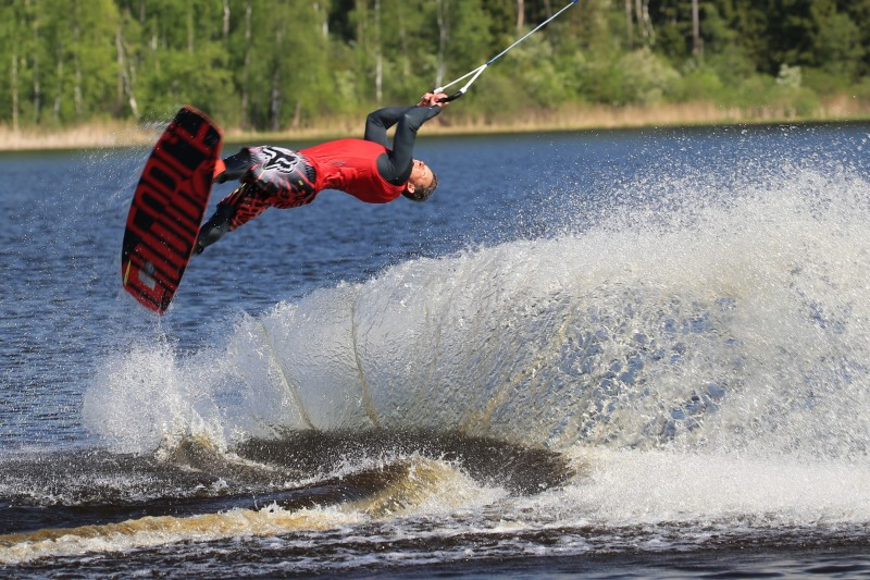 Cable wake